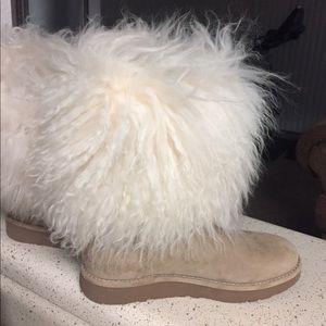 Uggs 6 Fluffy White Mongolian Fur Short Boots